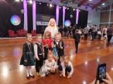 Roztańczone przedszkolaki ze Swarzewa na turnieju tańca w Żukowie. Maluchy z Katarzyną Kruminis-Łozowską tańczyły m.in. sambę | ZDJĘCIA