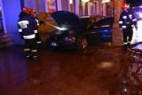 Pożar w sercu miasta. Płonął samochód na ulicy Solnej. Zobaczcie nasze zdjęcia z miejsca zdarzenia. Aktualizacja [FOTORELACJA]