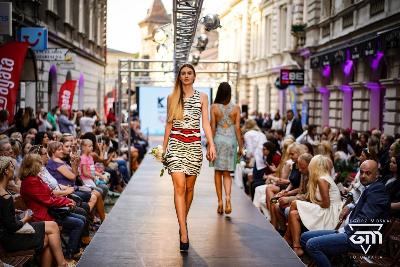 Bielsko Biała Plenerowy Pokaz Mody Fashionphilosophy Zobacz