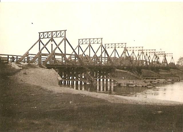 Pilica z mostem na Bocianie (zdjęcie z lat międzywojennych). Archiwum Skansenu Rzeki Pilicy