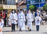 Boże Ciało 2021. Ulicami Szamotuł przeszła procesja z Najświętszym Sakramentem w monstrancji