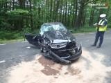 Wypadek w Srocku pod Częstochową. W zderzeniu czołowym dwóch samochodów ciężko ranni zostali dwaj kierowcy