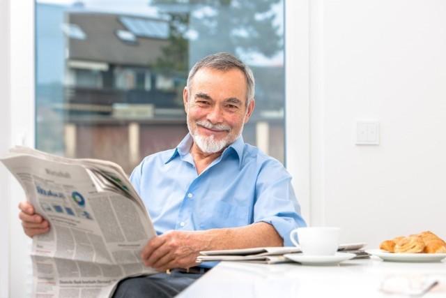 Powszechny wiek emerytalny wynosi w Polsce 60 lat dla kobiet oraz 65 lat dla mężczyzn. Są jednak zawody, w których nie trzeba czekać tyle lat, aby otrzymać emeryturę.  Przejdź na kolejne strony, by poznać przedstawicieli zawodów w których można przejść na wcześniejszą emeryturę