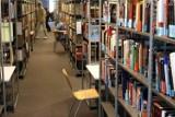 Odpracowanie długu za przetrzymanie książek. Radny chce, aby warszawskie biblioteki nie naliczały kar finansowych