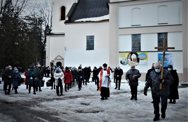 Droga Krzyżowa w parafii Narodzenia NMP przy ul. Kościuszki w Bełchatowie, 19.02.2021
