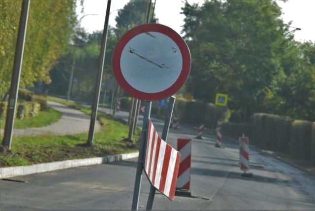Na zdjęciach ulica Okrężna w Żorach