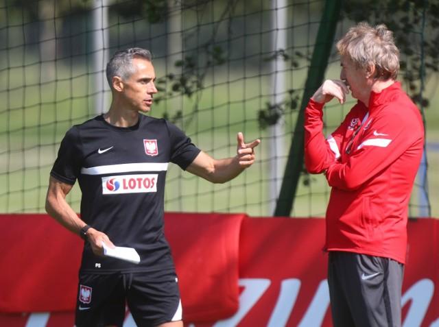 Paulo Sousa na czwartkowym treningu pierwszy raz dłużej rozmawiał ze Zbigniewem Bońkiem na temat meczu z Rosją. Zobacz zdjęcia z porannego treningu --->