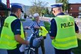 Policjanci z Bełchatowa pouczali mieszkańców o bezpieczeństwie na drogach [ZDJĘCIA]