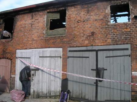 W ostatnim pożarze najbardziej ucierpiało poddasze na garażami. FOT. MATEUSZ WĘSIERSKI