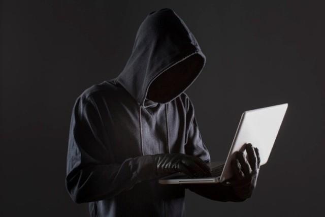 Kolejne osoby padają ofiarą oszustów z popularnego serwisu ogłoszeniowego OLX. KLIKNIJ W GALERIĘ i zobacz jak wyglądają wiadomości od wyłudzaczy.