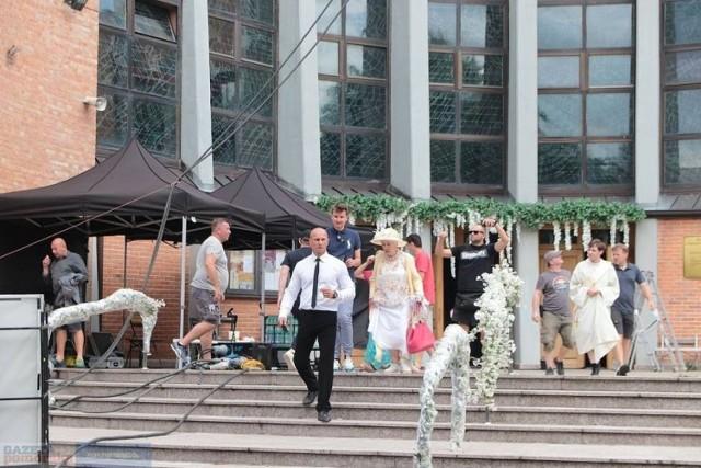 """Sceny do filmu """"Gorzko, gorzko!"""" kręcono także we Włocławku. Tak wyglądał plan filmowy"""
