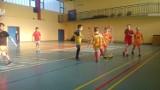 Klif Chłapowo: trening przed turniejem piłkarskim w czasie ferii 2018. Młodzi piłkarze ćwiczą w ZS 1 Władysławowo   FOTO