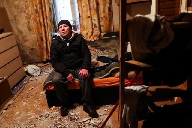 Adam Marek w swoim mieszkaniu przy ul. Brzozowej
