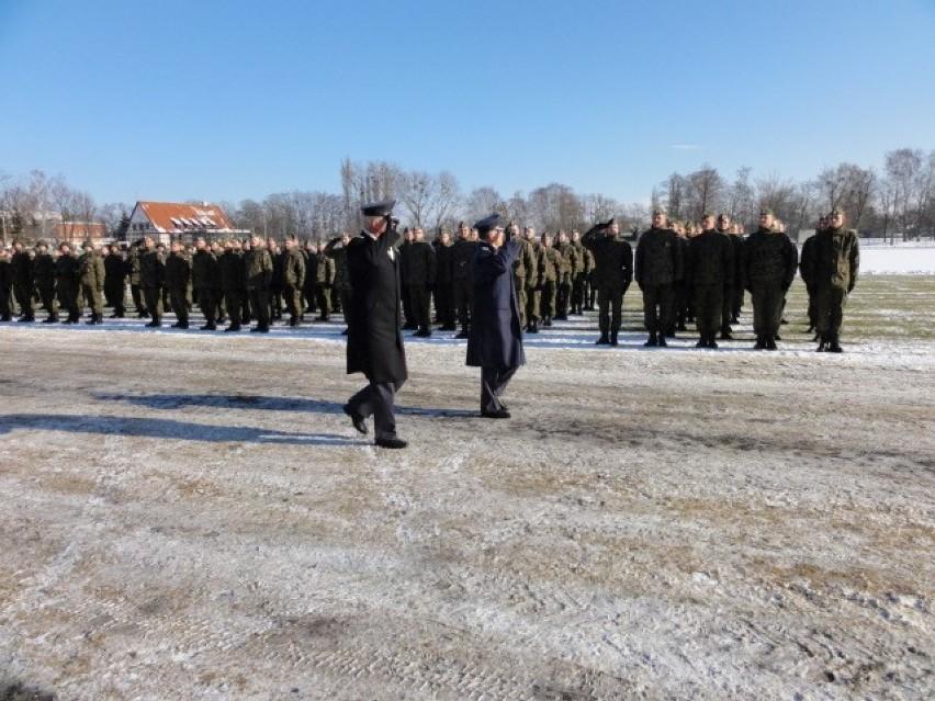 Pruszcz Gd.: Uroczysta przysięga wojskowa elewów szkolących się w 49. Bazie Lotniczej [ZDJĘCIA]