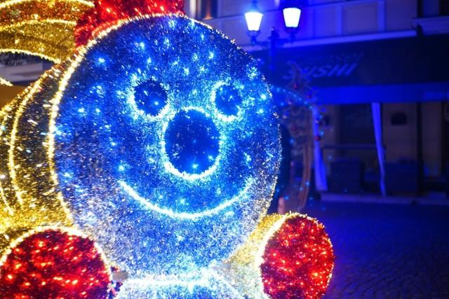 Do końca lutego  zniknie świąteczne oświetlenie z Rzeszowa. Umowa z firmą, która dostarczyła tego roku iluminacje została przedłużona, bo jak twierdzi ratusz - w końcu przyszła prawdziwa zima.