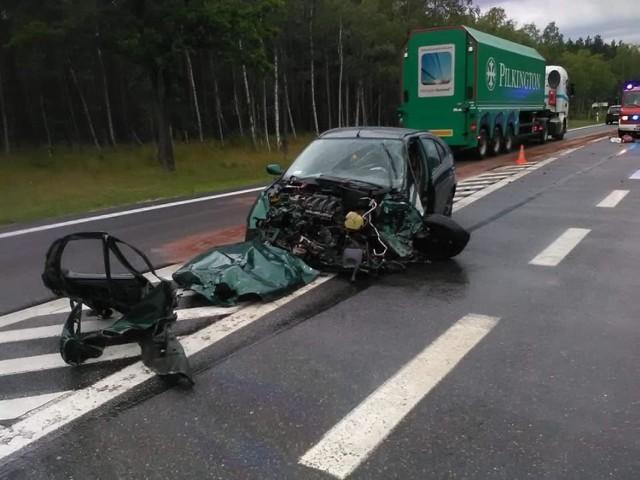 W środę, około godziny 16.40, na drodze krajowej nr 10, na wysokości Solca Kujawskiego (powiat bydgoski), doszło do poważnego wypadku. Uczestniczyły w nim trzy auta osobowe.  Jak informuje Komenda Wojewódzka PSP, w wyniku zderzenia dwie osoby zostały poszkodowane. Na miejsce wysłano trzy zastępy straży pożarnej, pogotowie i policję.  WIĘCEJ INFORMACJI I ZDJĘĆ NA NASTĘPNYCH STRONACH