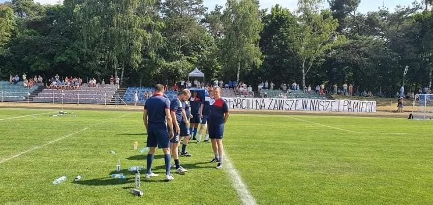 Przed stadionem w Zaniemyślu stanęła też tablica pamiątkowa...