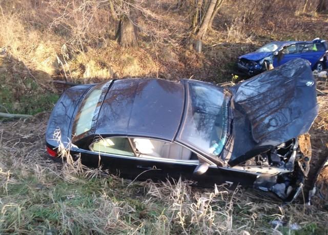 Kierowca bmw wyprzedzał dwa samochody, kiedy kierowca skody też chciał i... doszło do zderzenia