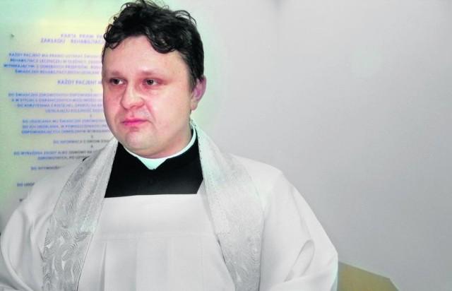 Dziś ksiądz Tomasz Bednarczuk założy fioletowe szaty liturgiczne, symbolizujące pokutę i powagę
