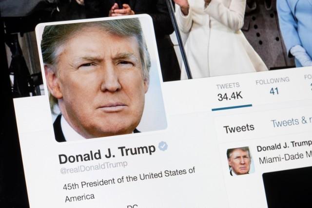 Twitter oznaczył posty Donalda Trumpa jako potencjalną dezinformację. Prezydent USA grozi zamknięciem mediów społecznościowych, twierdząc, że ograniczają one wolność słowa.