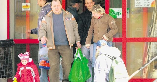 Klienci Biedronki wychodzili w środę ze sklepu z różnymi zakupami, wśród których na pewno zabrakło cukru