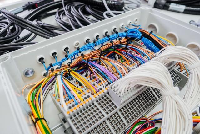 Szukamy rozwiązań służących polepszeniu ergonomii pracy oraz coraz nowocześniejszych rozwiązań teleinformatycznych mówi Ewa Sulewska, dyrektor zarządzający w AQ Wiring Systems STG sp. z o.o. w Linowcu