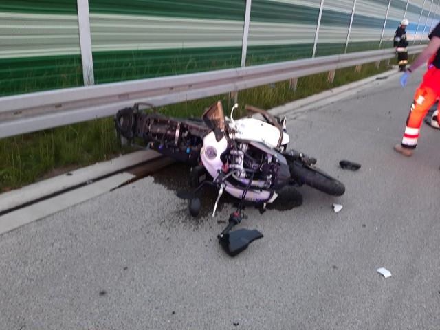 Śmiertelny wypadek motocyklisty na autostradzie A1.   Zobacz kolejne zdjęcia. Przesuwaj zdjęcia w prawo - naciśnij strzałkę lub przycisk NASTĘPNE