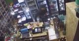 """""""Pan Okular-Czapeczka uzyskał minimum olimpijskie i z rekordowym wynikiem 145,97 zł wyfrunął sklepu"""". Tak szukają złodzieja! [FILM]"""