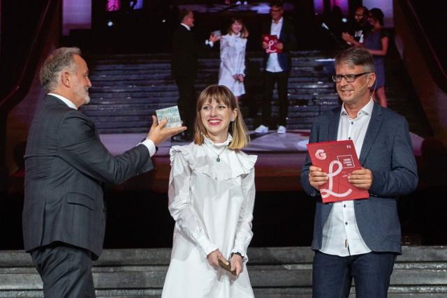Nagrodę odbiera Olga Drenda
