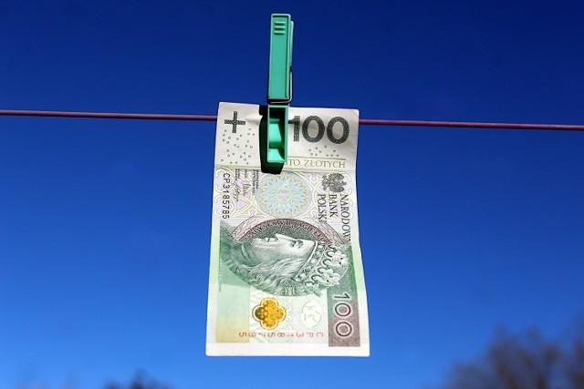 Siedem firm z Podkarpacia wyłudzało podatek VAT. Proceder przerwała KAS.