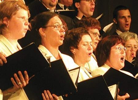 Chór Moniuszko zaśpiewał podczas uroczystej mszy z okazji 100-lecia Domu Rekolekcyjnego Księży Jezuitów.