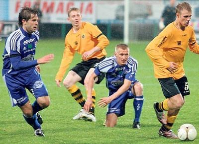 Piłkarze Podbeskidzia (na niebiesko) lepiej spisywali się na wyjazdach wygrywając m.in. z GKS