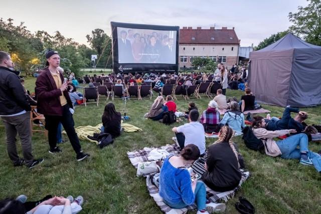Kina plenerowe od 15 maja mogą znowu zacząć wyświetlać filmy. Gdzie w Poznaniu będzie można obejrzeć film?