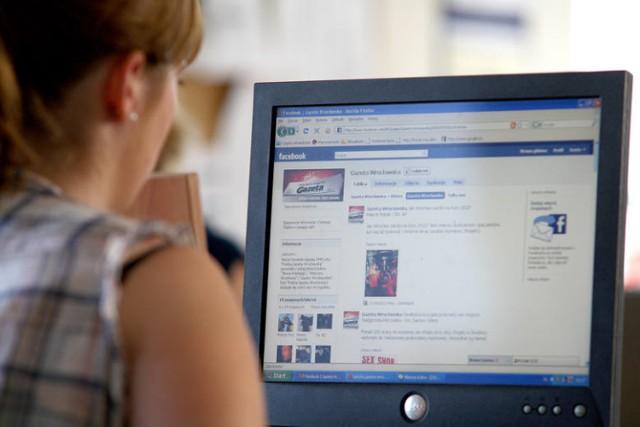Internetowi oszuśc swoichi ofirar szukają też m.in. na Facebooku