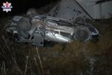 Koszarsko. Osobówka spadła z mostu. 16-latka została poważnie ranna