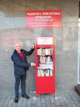 Nowy Sącz. W mieście pojawiły sięszafki pełne książek. Można wymieniać się nimi za darmo [ZDJĘCIA]
