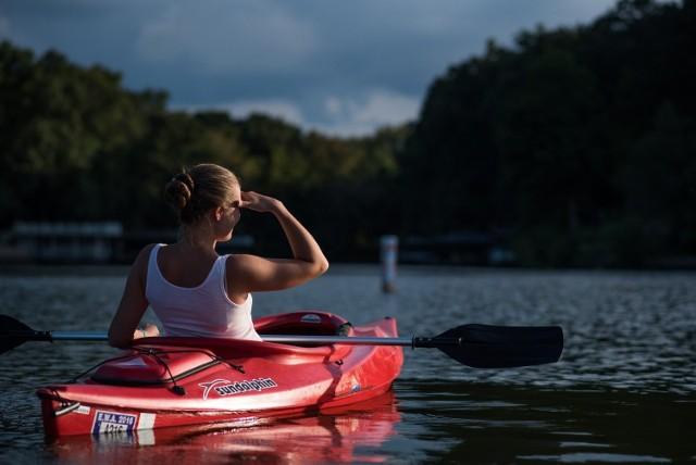 Okres wakacyjny sprzyja aktywnemu wypoczynkowi nad wodą. To doskonały czas by wybrać się na wyprawę kajakiem, łódką lub wypoczywać podczas pływania rowerem wodnym. Prezentujemy zestawienie wypożyczani sprzętu wodnego na terenie Wielkopolski.   Sprawdź gdzie w Wielkopolsce wypożyczysz kajak, łódkę lub rower wodny ------>