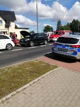 Zderzenie trzech aut w Sławnie, w pojazdach aż 10 osób, a w tym dzieci ZDJĘCIA - SĄ OBJAZDY