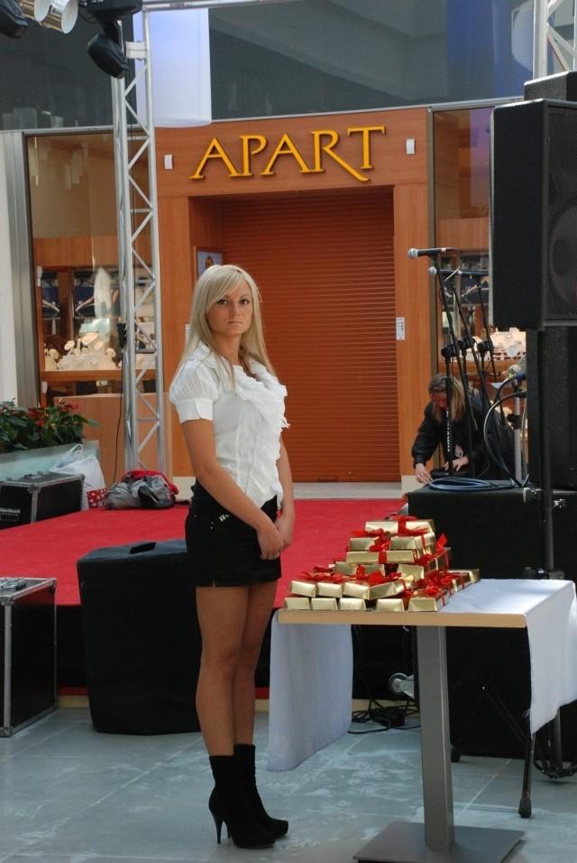 Śliczne hostessy witały gości otwarcia galerii Plaza Zgorzelec. I nie tylko one…