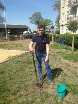 W ramach akcji #sadziMY na Skwerze Wolności Wielkopolan posadzono młode drzewka