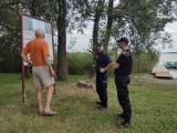 W powiecie kwidzyńskim policjanci, ratownicy WOPR i strażacy dbają o bezpieczny wypoczynek nad wodą i kontrolują kąpieliska