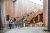 Tężnia solankowa w Busku-Zdroju  - pierwsze dni z biletami. Ile ludzi korzysta?