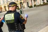 Kraków. Mierzył do strażników miejskich z pistoletu