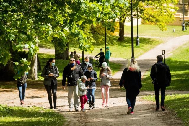 Wietrzna aura nie zniechęciła bydgoszczan od wyjścia z domu. Nasz fotoreporter zajrzał do Myślęcinka i Ostromecka. Mieszkańcy spędzali niedzielę, 17 maja, na spacerach, piknikach i relaksie wśród zieleni.   Więcej zdjęć >>>    Smaki Kujaw i Pomorza - Sezon 2 odcinek 12