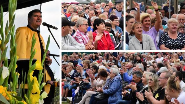 Wola Wapowska, na co dzień niewielka miejscowość w gminie Kruszwica, na jeden dzień stała się małym miasteczkiem. Tłumy mieszkańców regionu przybyło tu, by wspólnie bawić się na koncercie zespołu Bayer Full. Zobaczcie zdjęcia >>>>>