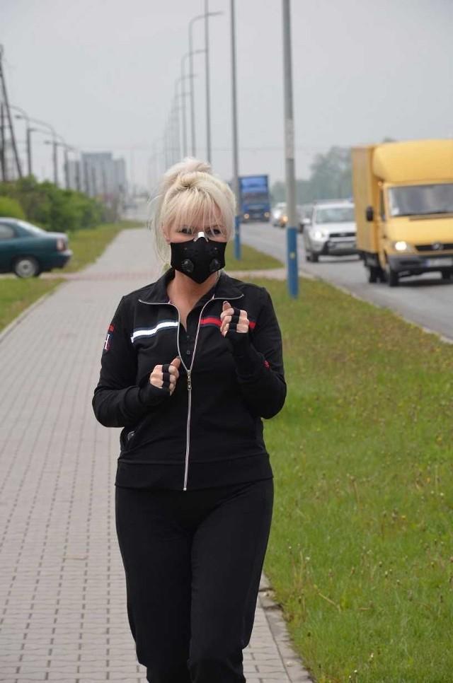 Maski antysmogowe dostępne w sprzedaży w sieci sklepów Aldi