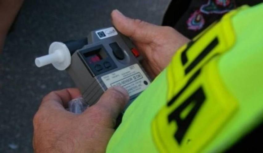Policja Śrem zatrzymała pijaną kobietę, która pędziła samochodem przez wieś 57 km/h ponad dozwoloną prędkość