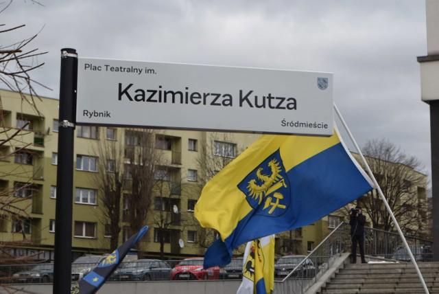 W Rybniku Plac Teatralny nosi imię Kazimierza Kutza  Zobaczkolejnezdjęcia. Przesuwajzdjęcia w prawo - naciśnij strzałkę lub przycisk NASTĘPNE