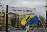 """W Rybniku jest Plac im. Kazimierza Kutza. Dziś oficjalnie odsłonięto tablicę. """"Roztomańte gizdy już Wos ze kart historyji nie wyciepiom"""""""