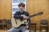 Niesamowicie zdolny chłopak z gitarą. Maksymilian Maluśki – Osobowość roku 2020 w kategorii kultura